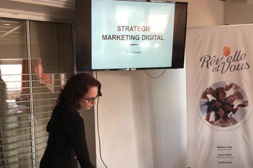 Consultante-en-Marketing-et-Communication-digitale1